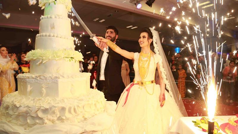 Факты о свадьбе Брачный договор — обязательный элемент арабской свадьбы. Вместо невесты контракт под