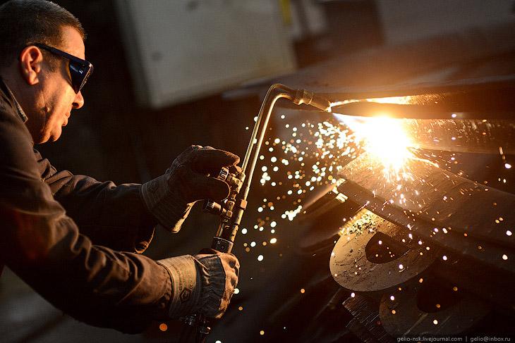 Фотографии Славы Степанова   Город выпускает дизельные двигатели, паровые и энергетические к