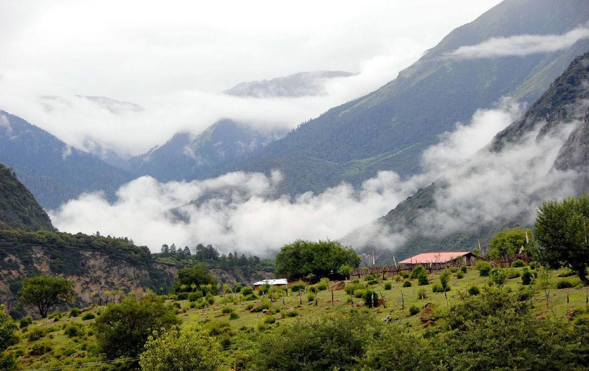 3. Мотуо, Китай Регион Мотуо находится в Тибете, местные буддисты считают его священным. Добраться т