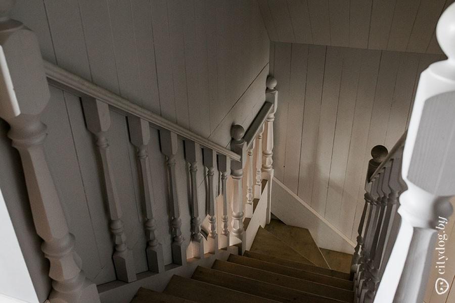 67. Пока мы поднимаемся на второй этаж, Максим рассказывает, что планировку дома продумывали из расч