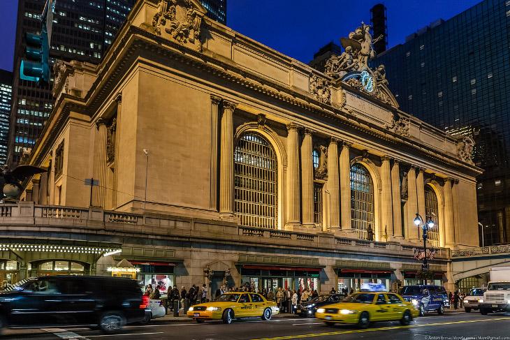 2. Центральный вокзал Нью-Йорка — самый большой вокзал в мире. Подробнее смотрите в одноименной стат