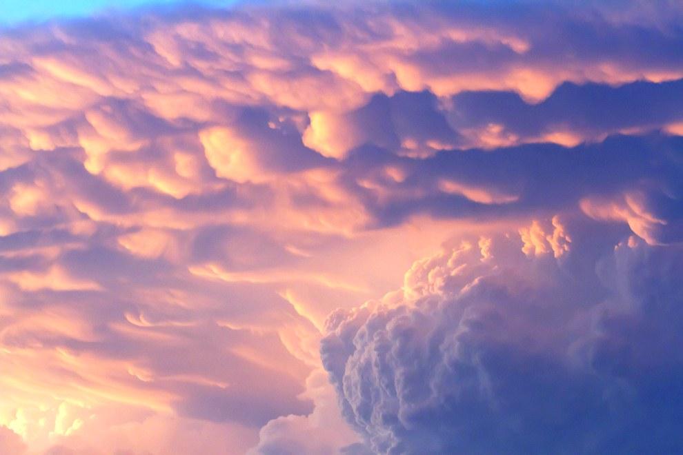 Из-за своей зловещей внешности «вымяобразные» облака часто считаются предвестники надвигающейся