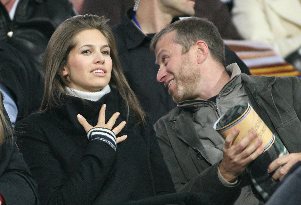 Абрамович и Жукова познакомились в 2005 году на вечеринке после игры футбольной команды «Челси» в Ба