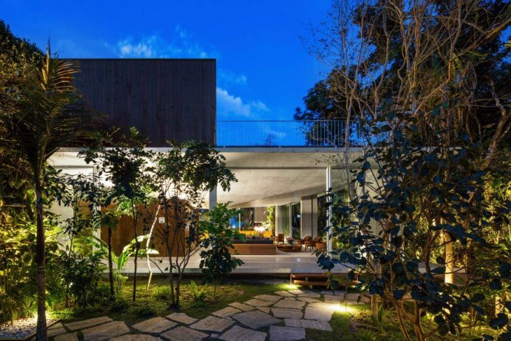Arquitetura Gui Mattos designe this modern concrete residence designed situated in Sao Paulo, Brazil