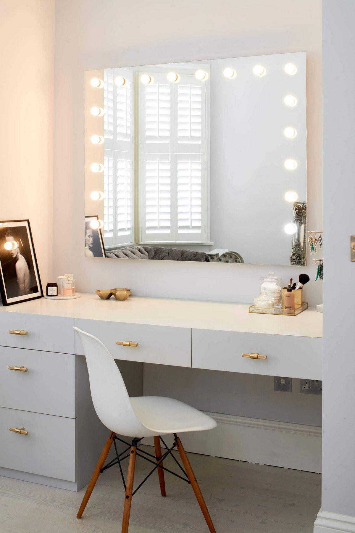 Макияжное зеркало с подсветкой