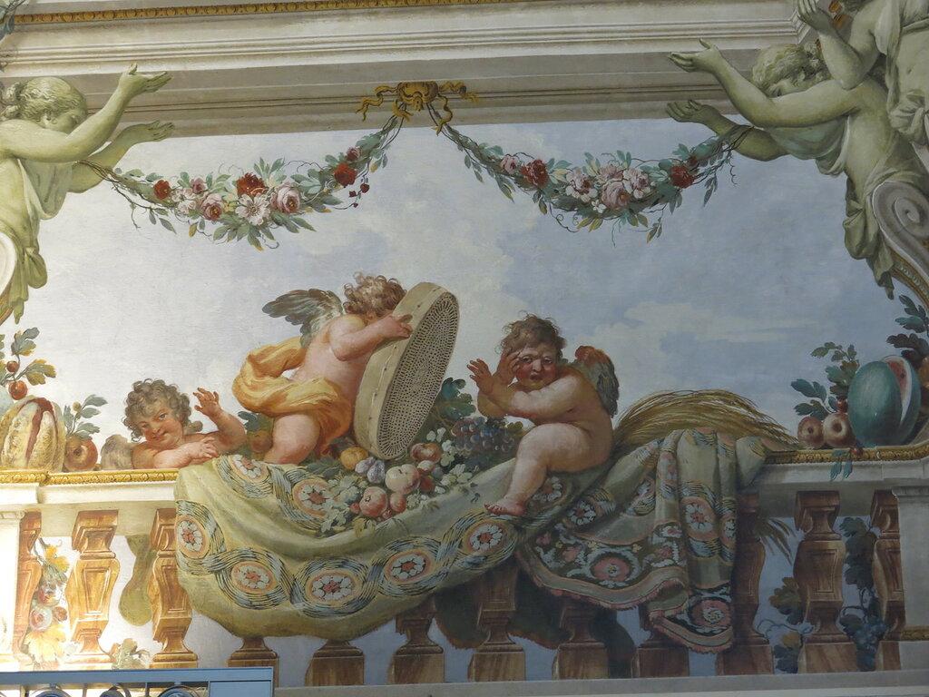 Caserta,_la_reggia_(18604061734).jpg