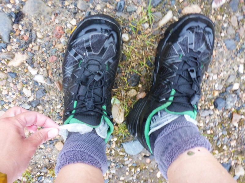 полиэтиленовые пакетики помогают согреть мокрые ноги в холодную погоду