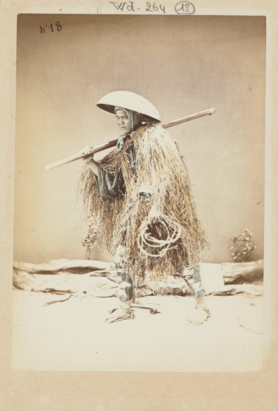Молодой селянин в зимней одежде