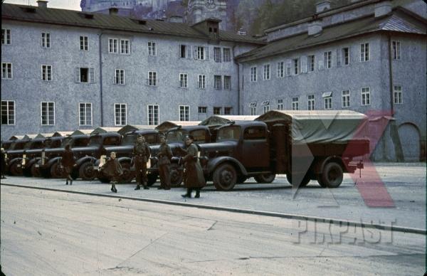 stock-photo-toscaninihof--franziskanergasse-in-salzburg-austria-9280.jpg