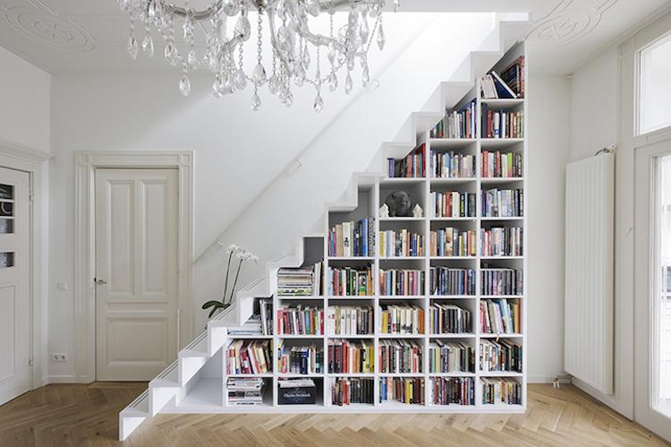 Креативные книжные шкафы, которые добавят изюминку в скучный интерьер (25 фото)