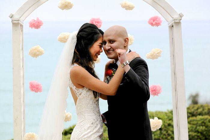 «Мой друг женился, зная, что у него рак. Эта фотография — гимн любви даже перед лицом смерти».
