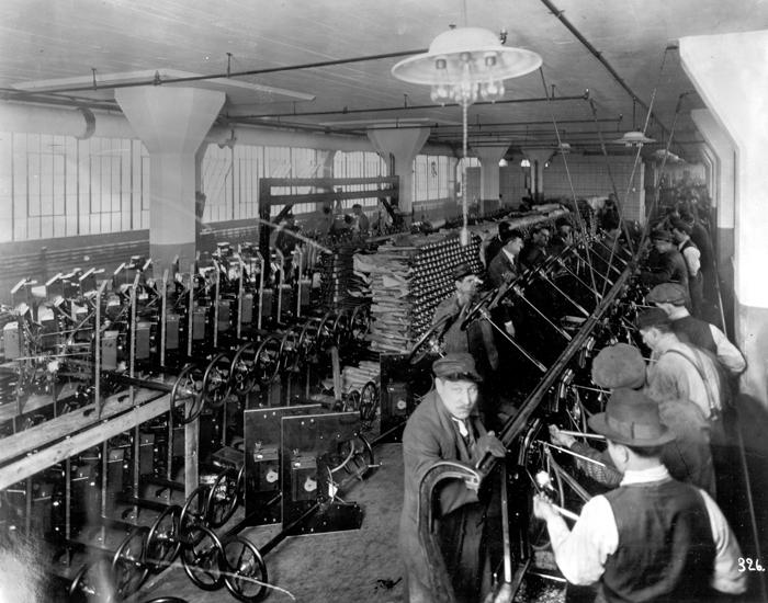 Линия сборки приборных досок в Хайленд-Парке, 1914