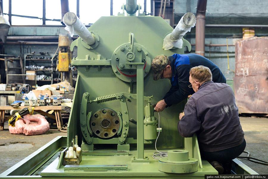 Кузнечное производство оснащено парком ковочных молотов с массой падающих частей от 250 до 3000