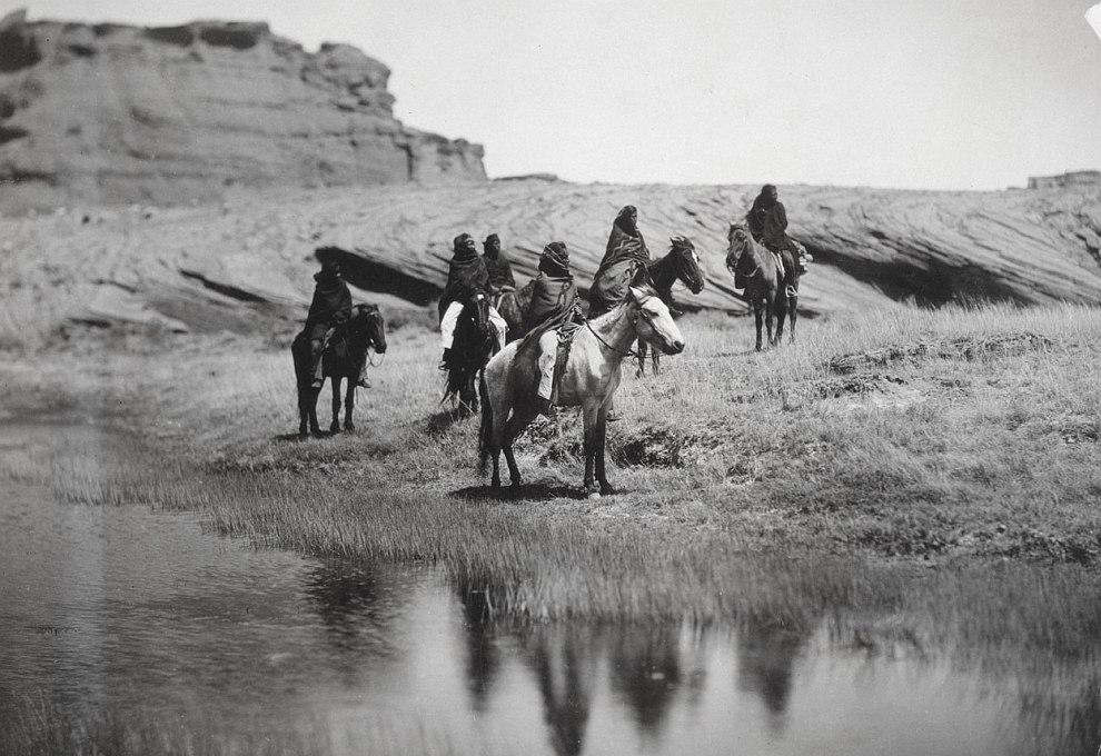 Апачи — собирательное название для нескольких культурно родственных племён североамериканских индейц