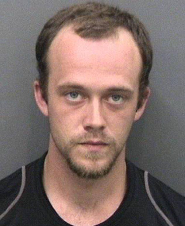 Когда 24-летнего Кэмерона Кокса из Флориды признали виновным в ограблении и мошенничестве, он решил