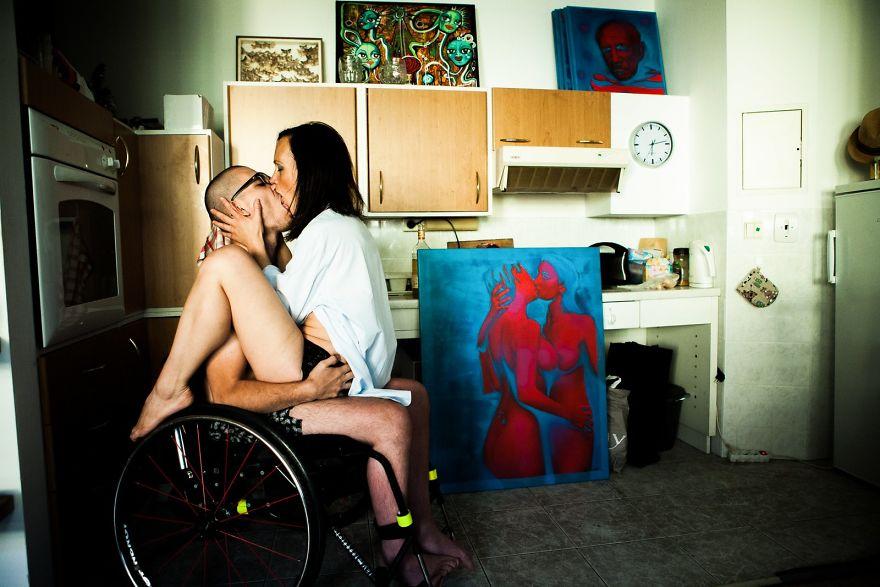 Любви инвалидное кресло не помеха, Прага. «Мои затраты были всегда мизерными, так что я мог оставать