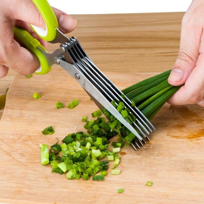 © amazon  Эти ножницы быстро нарежут зелень для салата. Сними справится даже ребенок! Фото на
