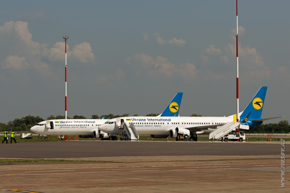 B-737_UR-PSJ_Ukraine_International_Airlines_2_KBP.JPG
