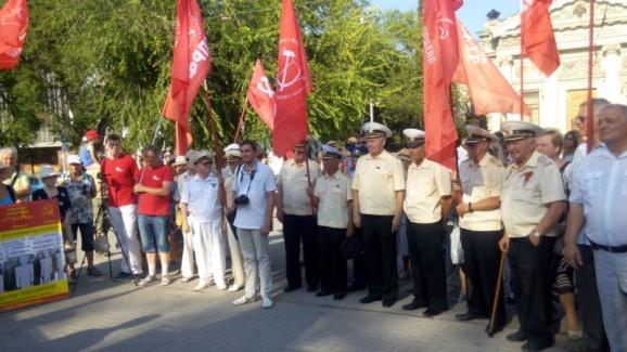 20170804_23-19-В Севастополе протестуют против памятника примирению