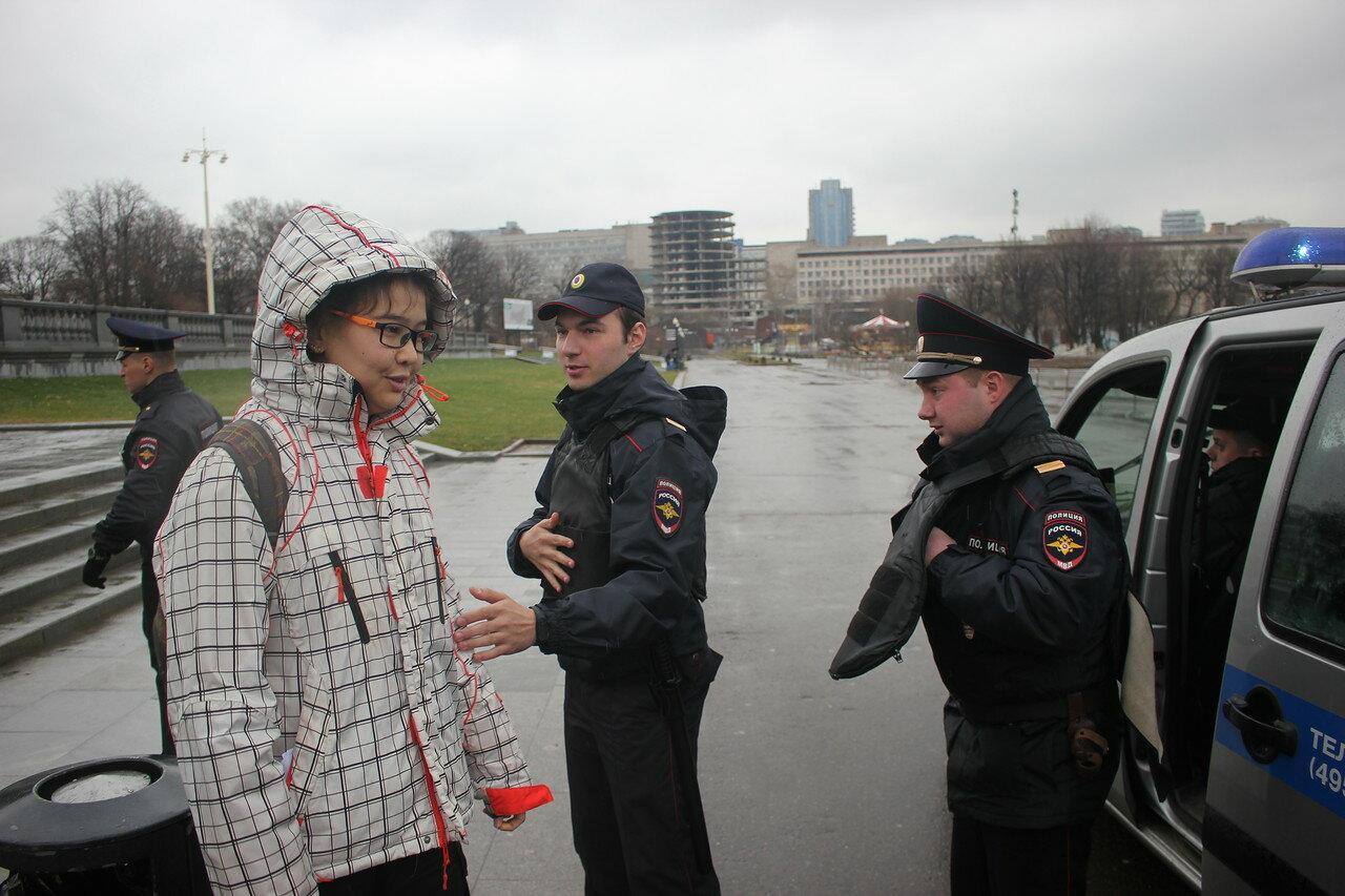 Как активистов и меня задержали на «Дне Молчания» в Москве