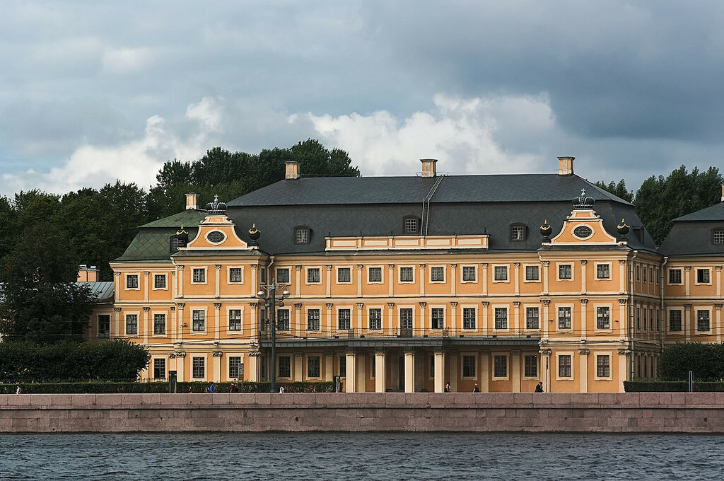 Дворец Меньшикова.jpg