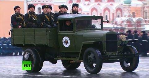 фото Александра Дюкова. Парад 7 ноября 2016. РВИО глумится над историей