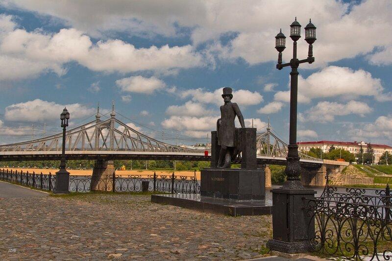Памятник Пушкину на набережной