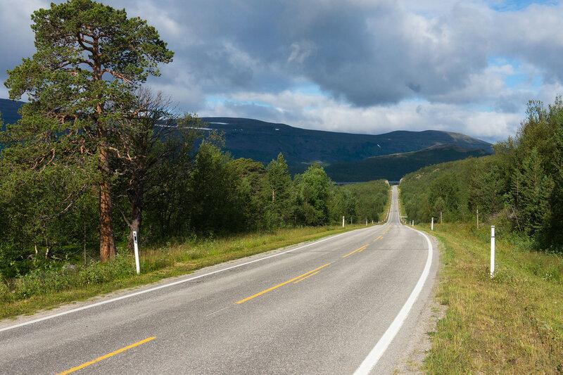 трасса E6 в Lakselv в северной норвегии