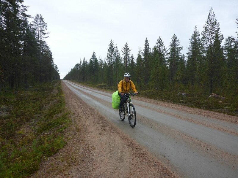 на велосипеде в дождь по финляндии