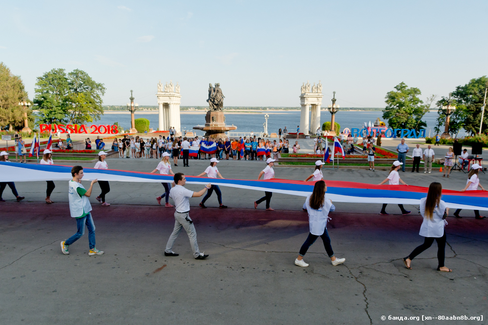 Флаг России пронесли