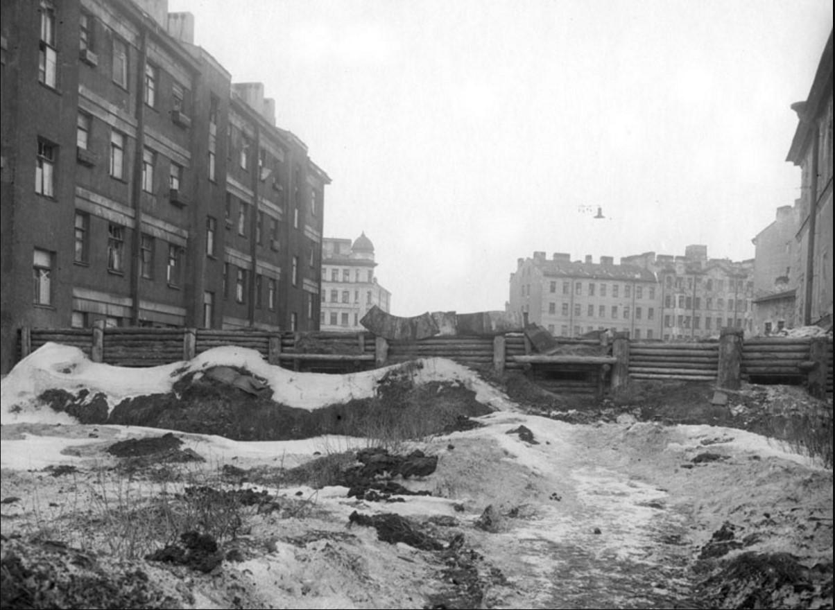 1941. Баррикады у дома 37-41 на улице Газа в Московском районе