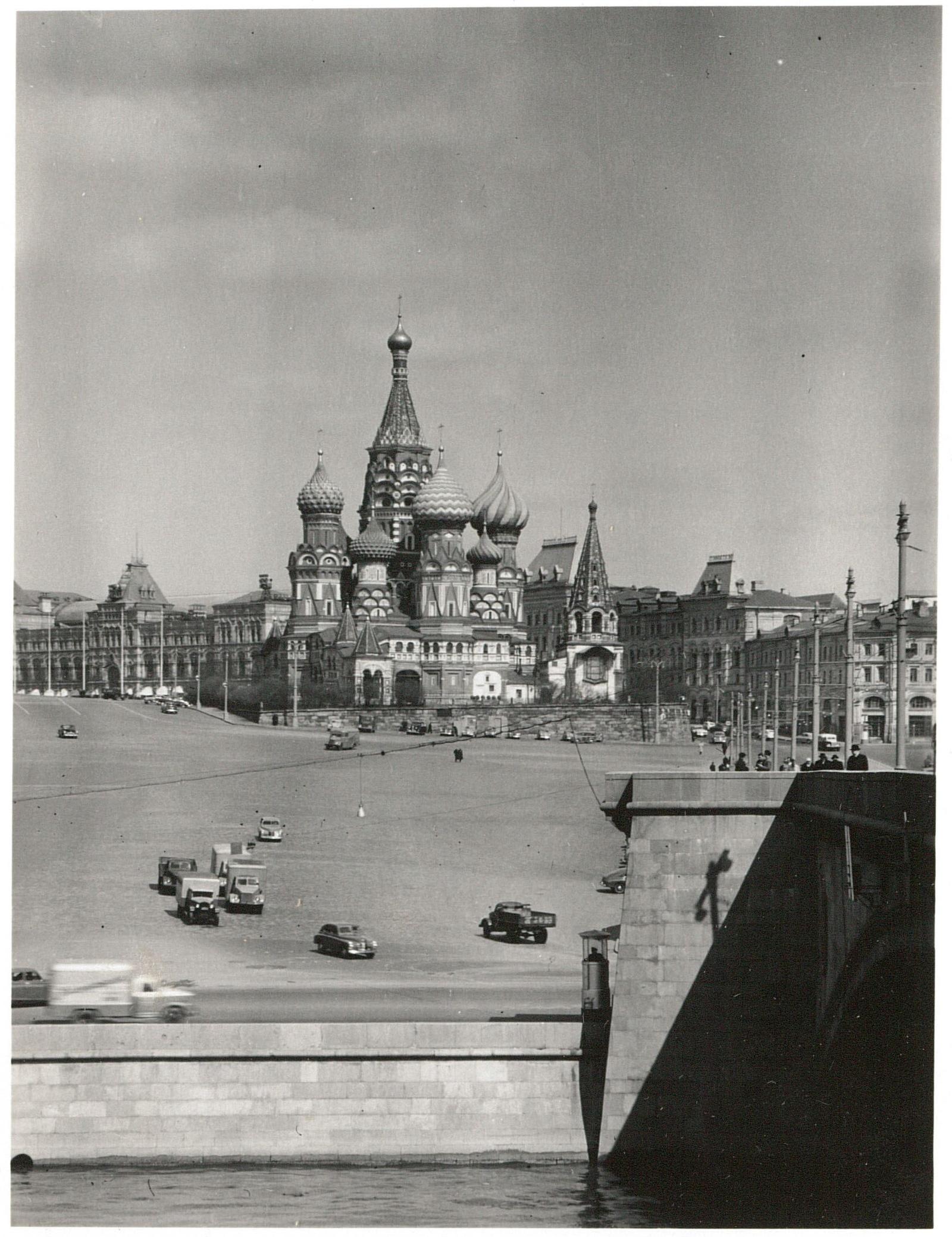 Собор Василия Блаженного. Вид с юга через Москву-реку