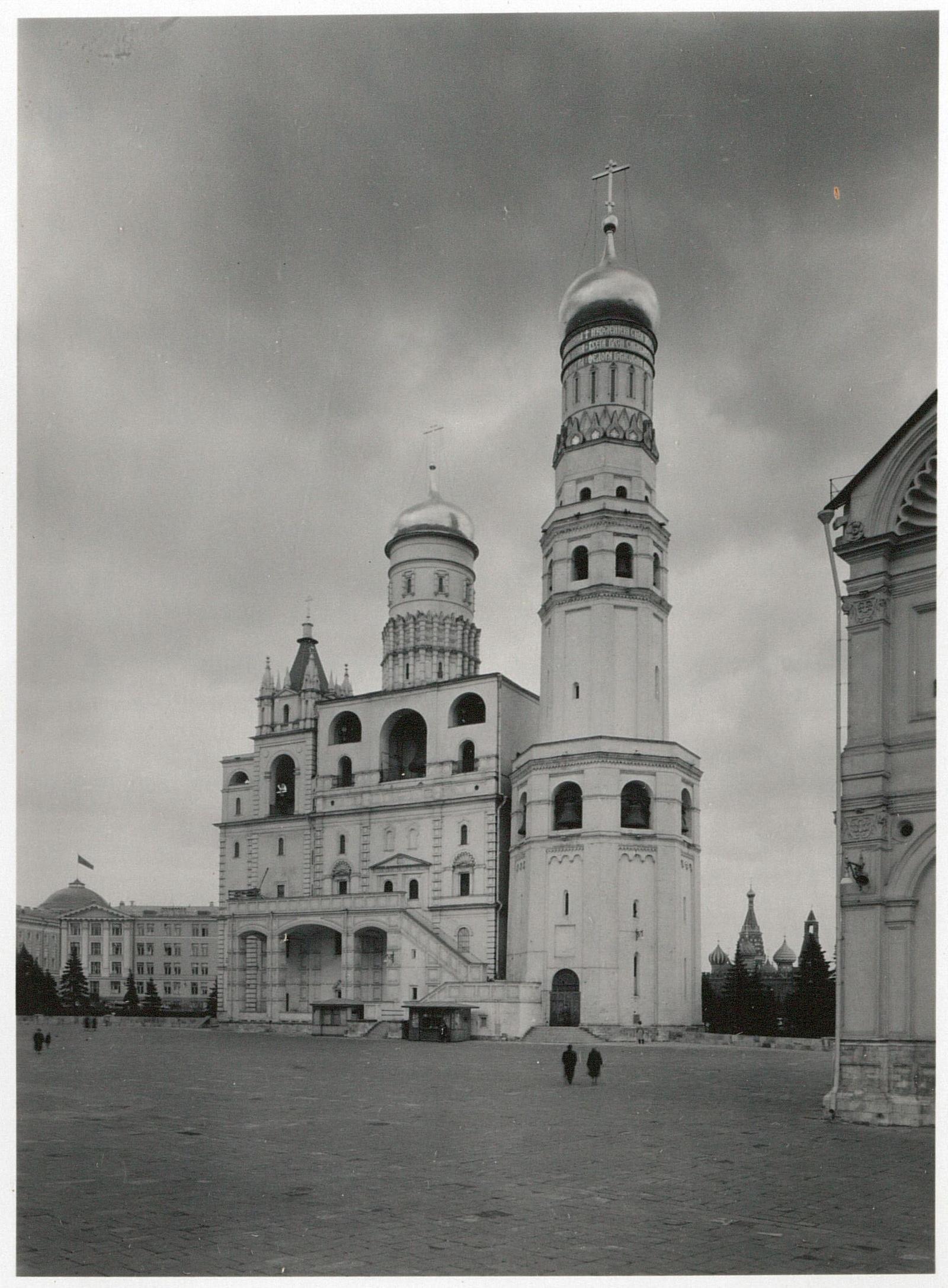 Кремль. Церковь и колокольня Ивана Великого. Вид с юго-запада