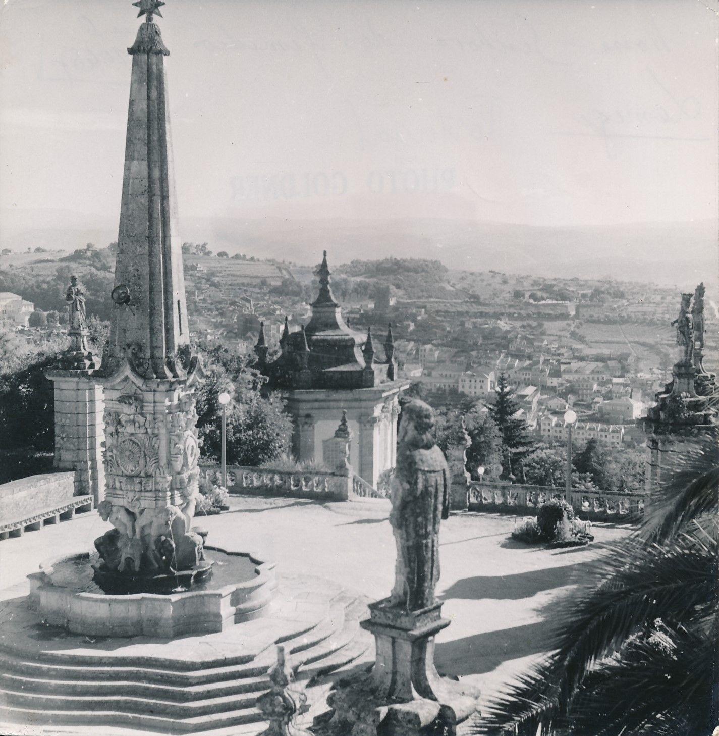 Церковь Богоматери Исцеляющей. Монумент и фонтан