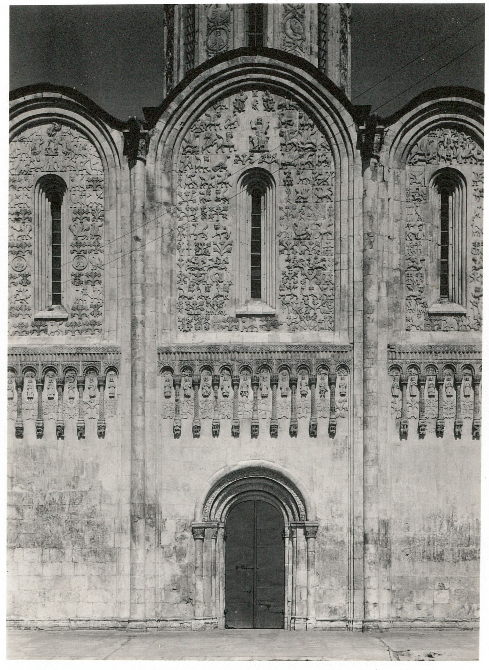Владимир. Дмитриевский собор. Орнамент на центральной части южной стороны