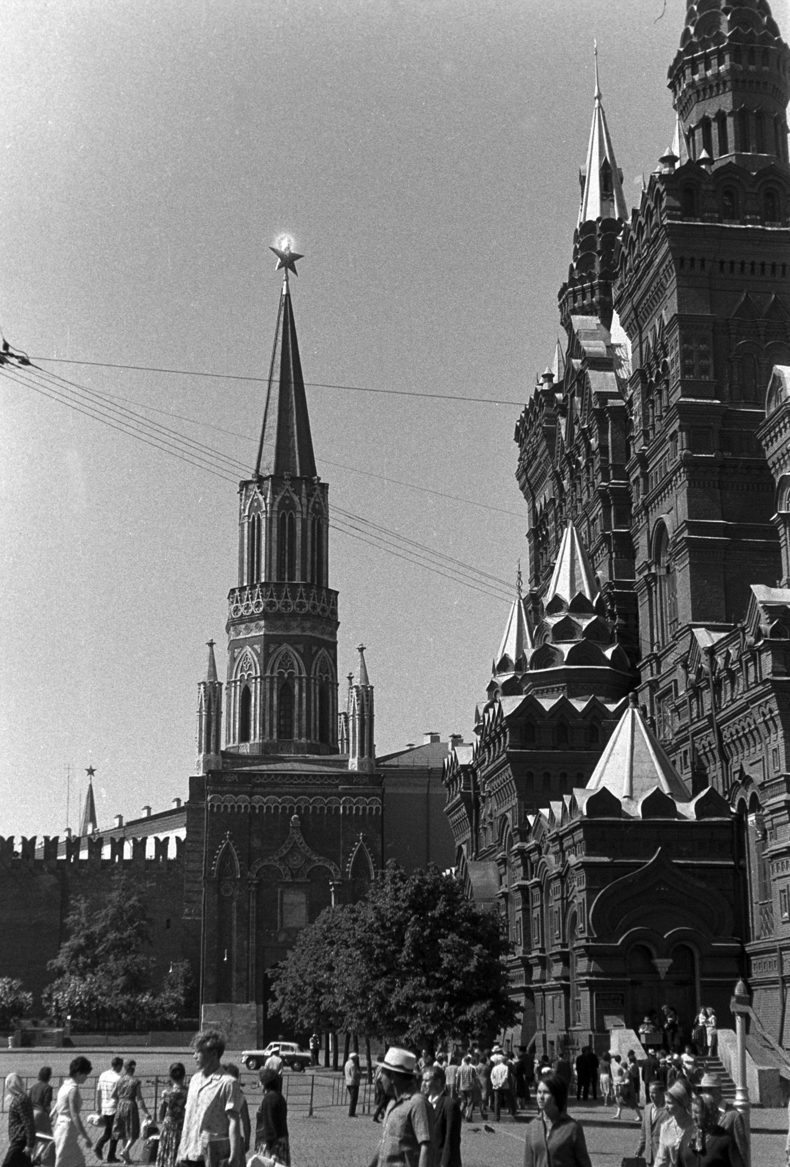 Никольская башня Кремля с Красной площади
