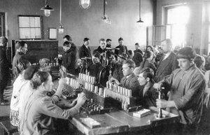 Сборка взрывателей. 1915