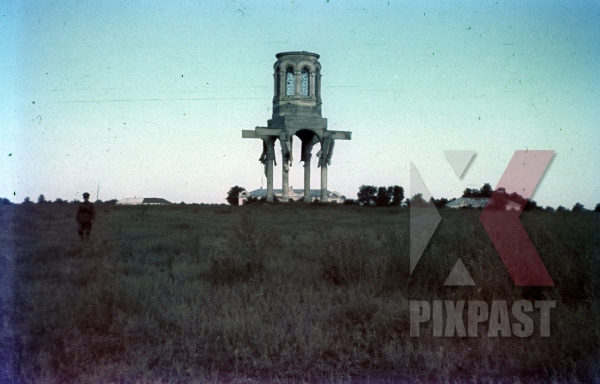 stock-photo-destroyed-orthodox-russian-church-near-smolensk-1942-german-officer-in-field-9167.jpg