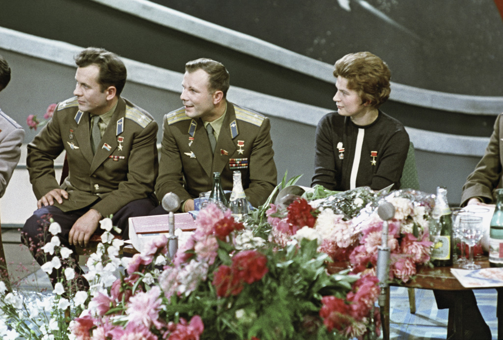 RIAN_archive_628703_Soviet_cosmonauts,_Heroes_of_the_Soviet_Union_Pavel_Popovich,_Yuri_Gagarin,_and_Valentina_Tereshkova.jpg