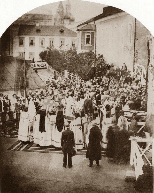1858 Варварка молебен по случаю начала восстановления палат Романовых.jpg