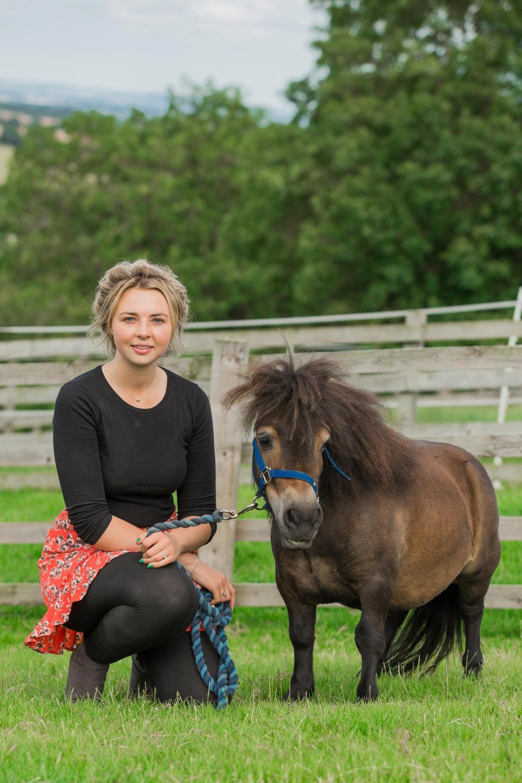 Очаровательный карликовый пони Альф стал интернет-хитом