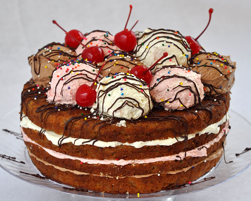Красивый торт с вишнями.  Международный день торта!