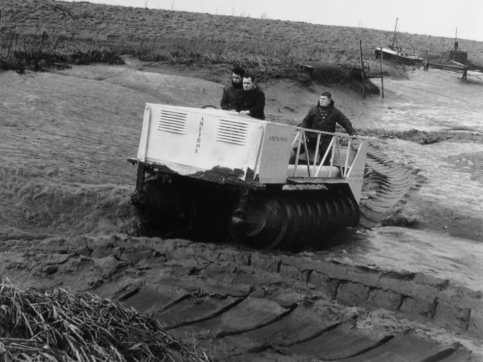 Испытания шнекохода-амфибии DAF Amphirol. | Фото: carstyling.ru.