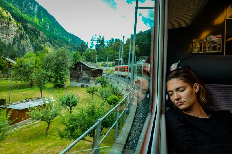 Самая главная хитрость в швейцарских поездах – сесть у окна или в начале или в конце поезда. На пово