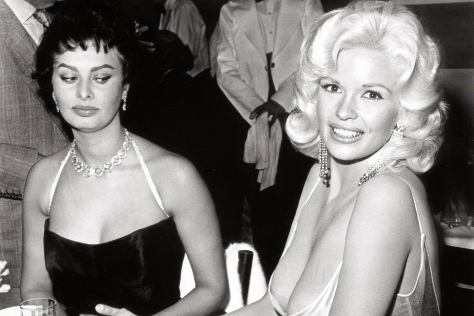 Софи Лорен и Джейн Мэнсфилд , 1957 год. В одном из интервью итальянская дива так описала ситуацию на