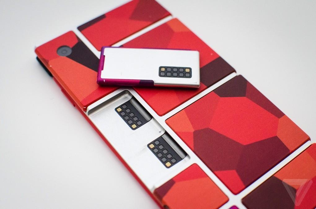 3. На днях компания официально представила прототип модульного смартфона Ara.