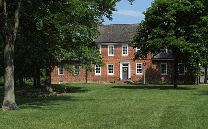 1. Дом был построен в 1790 году в Мэриленде. Его общая площадь — более 400 кв. метров. Он считается