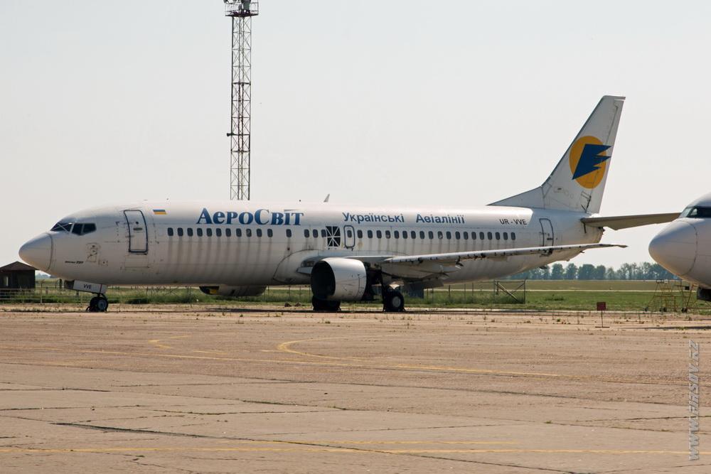 B-737_UR-VVE_Aerosvit.JPG