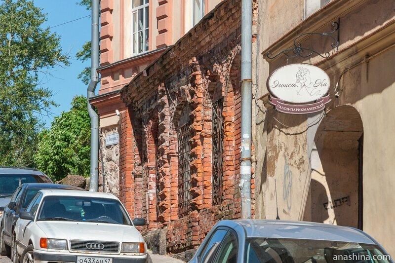 Дом епископа (ул. Подгорная, 9) и Бывшее здание норвежского вице-консульства (ул. Крепостная, 6)