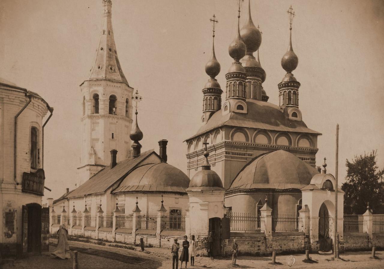 Антипьевская и Лазаревская церкви с колокольней